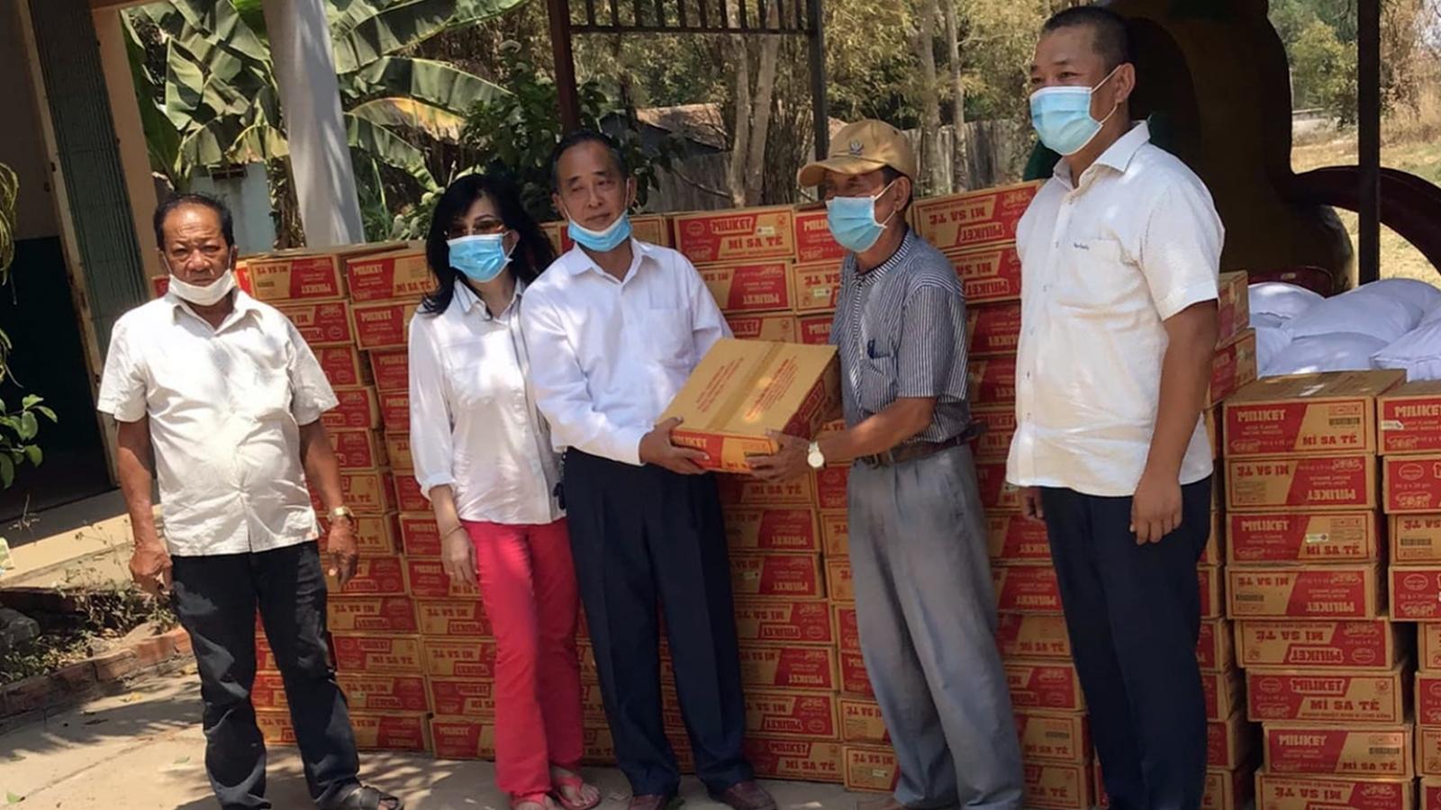 Cứu trợ khẩn cấp cho người gốc Việt bị cách ly tại Campuchia