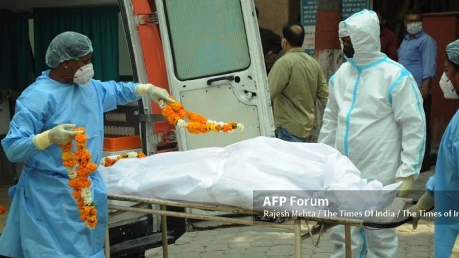 Thi thể chất chồng lò hỏa táng, bệnh viện cạn oxy: Ấn Độ thất thủ trước đại dịch Covid-19