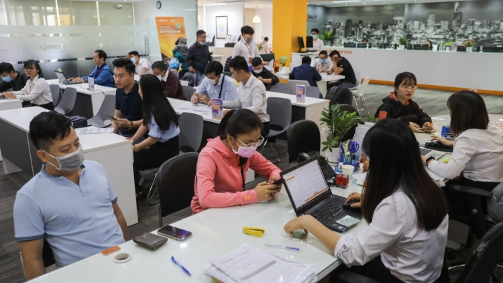 """Mỗi ngày thị trường chứng khoán Việt đón thêm hàng nghìn """"nhà đầu tư F0"""""""