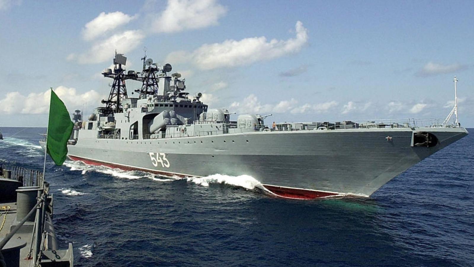 Khinh hạm Shaposhnikov của Nga phóng tên lửa hành trình Kalibr trên Biển Nhật Bản