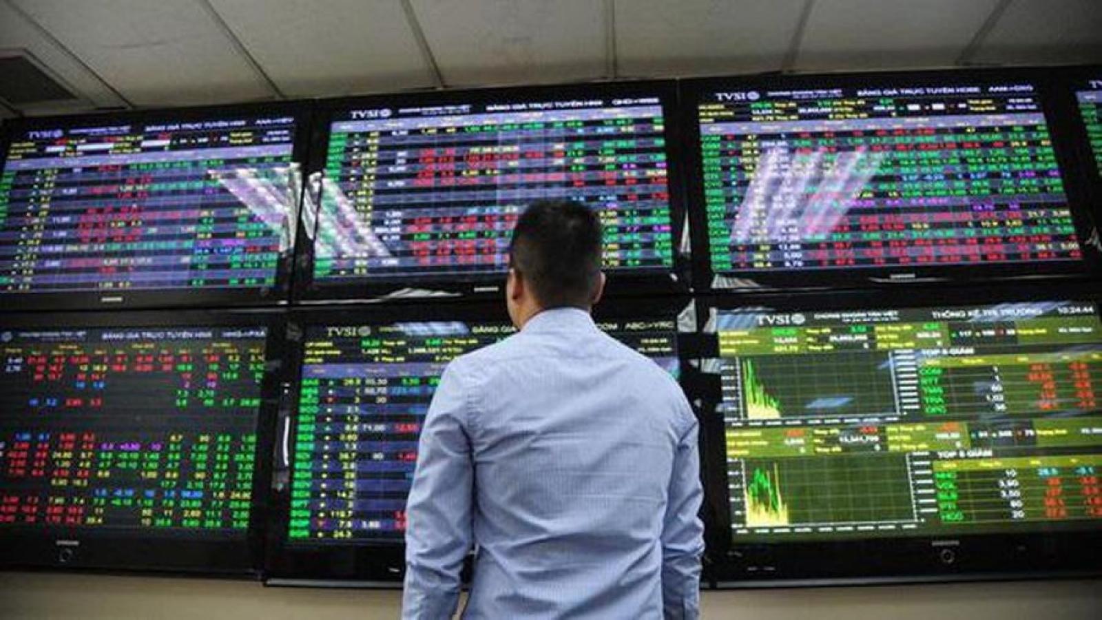 Chứng khoán hút dòng tiền: Tiềm ẩn rủi ro cho thị trường?