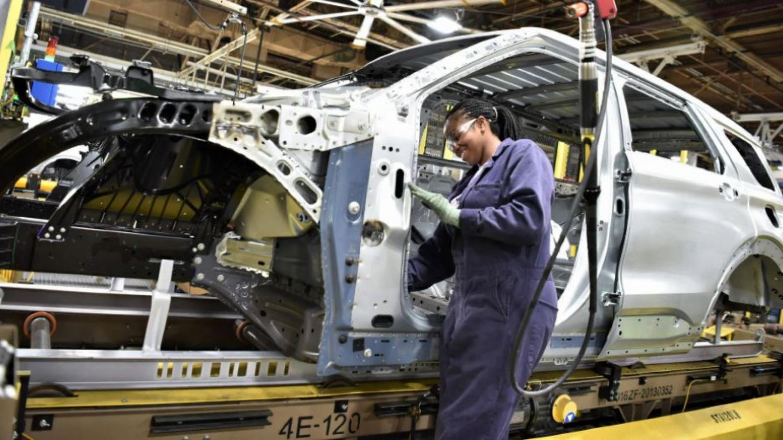 """Các nhà máy của Ford sẽ không được """"nghỉ hè"""" vào năm nay"""