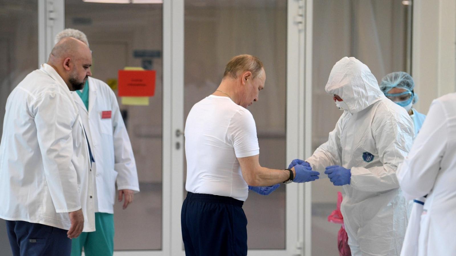 Tổng thống Nga tiêm mũi vaccine COVID-19 thứ 2
