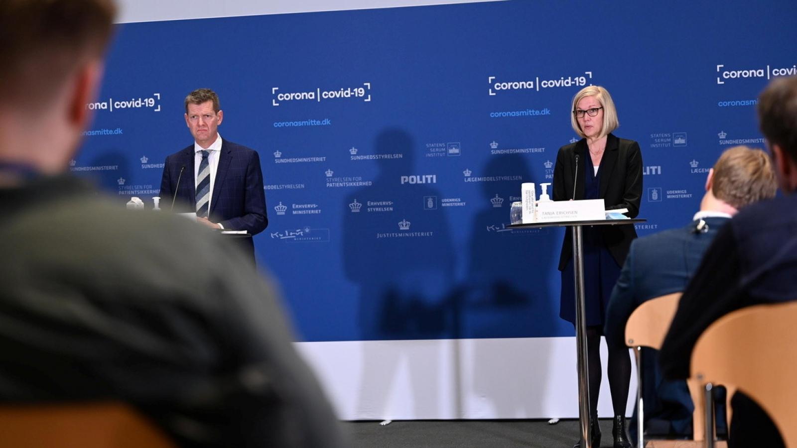 Quan chức Đan Mạch ngất xỉu tại họp báo công bố dừng tiêm vaccine AstraZeneca