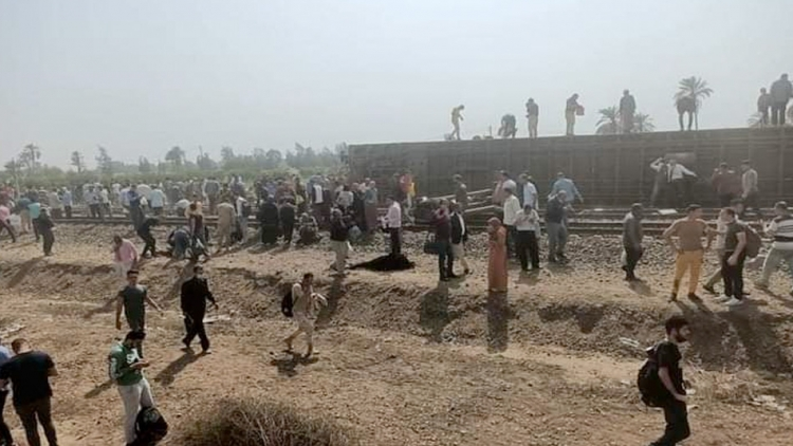 Gần 100 người bị thương do tai nạn lật tàu hỏa tại Ai Cập