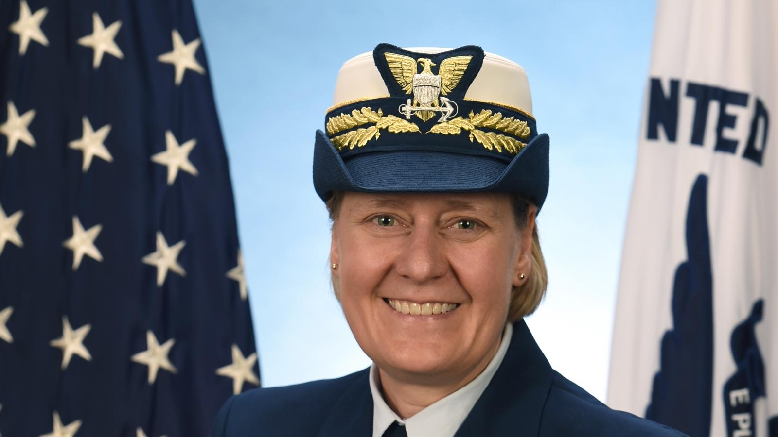 Tổng thống Biden sẽ đề cử nữ sĩ quan đầu tiên giữ chức Phó Tư lệnh Lực lượng Tuần duyên Mỹ