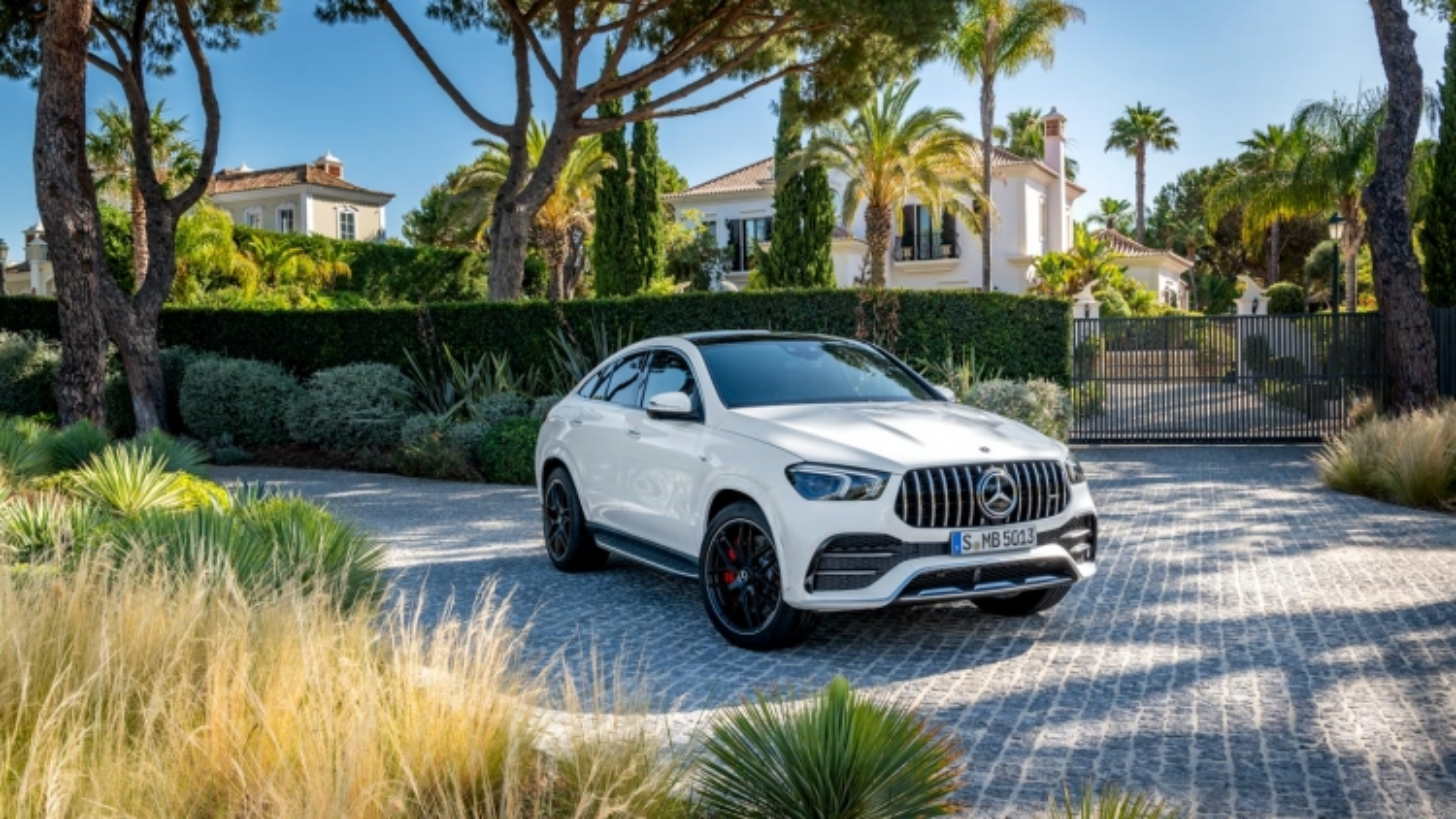 Mercedes-AMG GLE 53 4Matic+ Coupe có giá từ 5,349 tỷ đồng