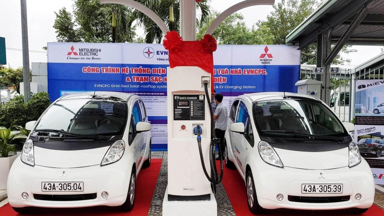 When will Vietnam begin to make electric cars?