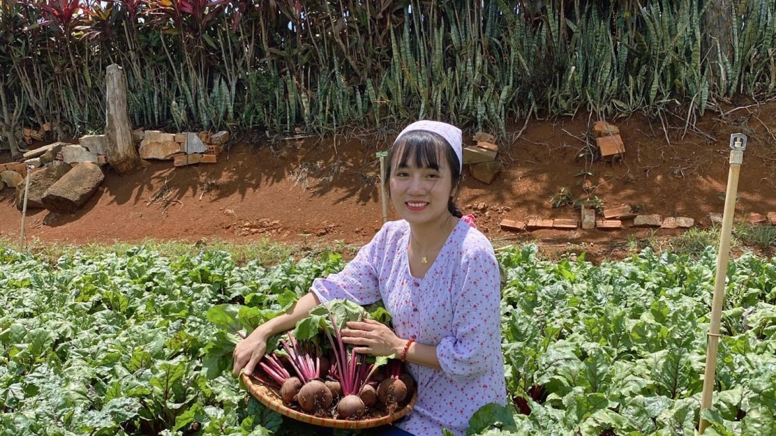 """Ngô Mỹ Hạnh - cô nông dân """"vẽ ước mơ"""" cho chị em phụ nữ"""