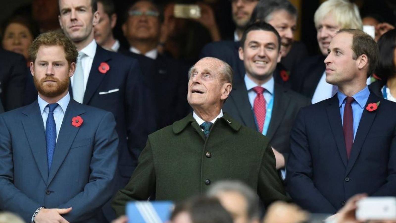 Hoàng tử William và Harry không đi cạnh nhau trong đám tang Hoàng thân Philip