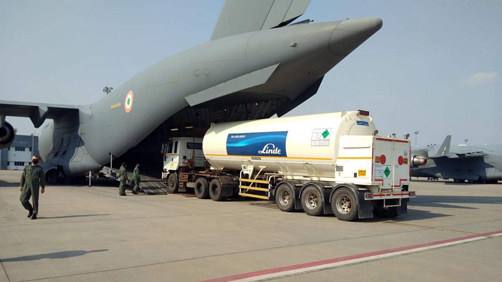 """Các nước trợ giúp Ấn Độ đối phó với """"thảm họa"""" Covid-19"""