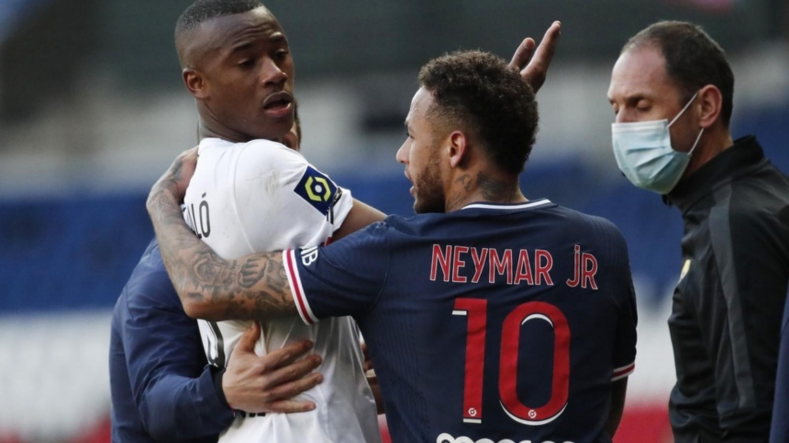 Vừa trở lại sau chấn thương, Neymar nhận thẻ đỏ thứ 11 trong sự nghiệp