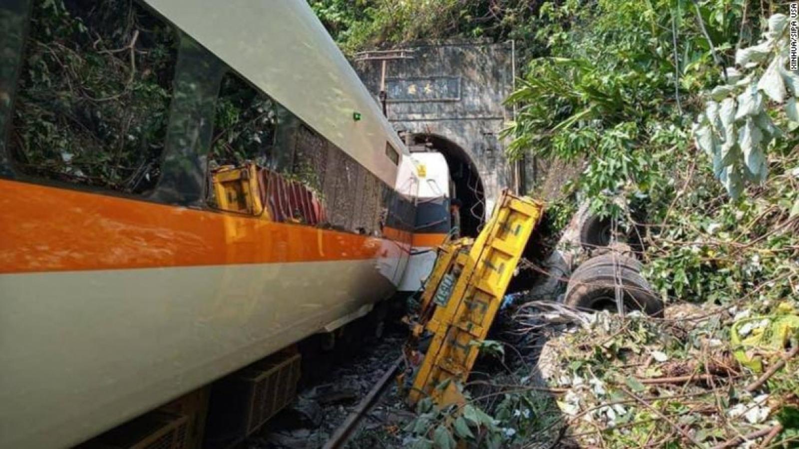 Con tàu gặp nạn tạiĐài Loan (Trung Quốc)được đưa ra khỏi đường hầm