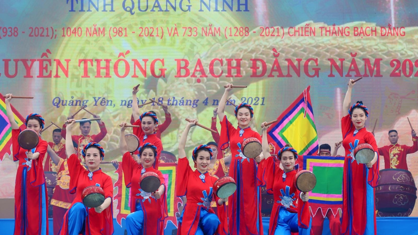 Hàng nghìn người rước tượng Trần Hưng Đạo trong lễ hội truyền thống Bạch Đằng