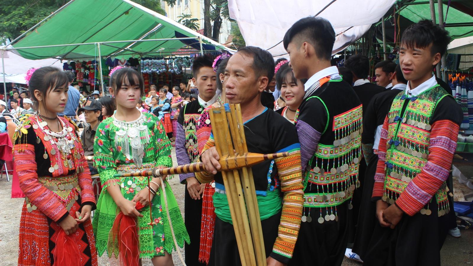 Bảo tồn và phát huy nghề thêu, may trang phục dân tộc Mông ở Vân Hồ, Sơn La