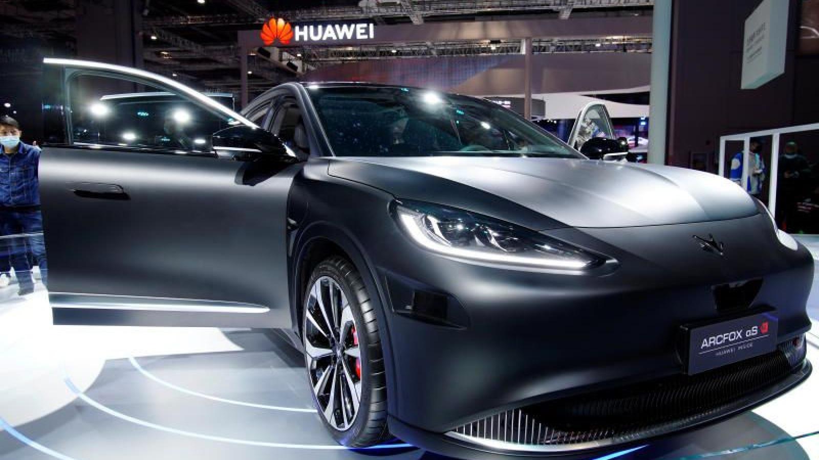 Kinh doanh smartphone giảm sút, Huawei đặt cược 1 tỷ USD vào ô tô
