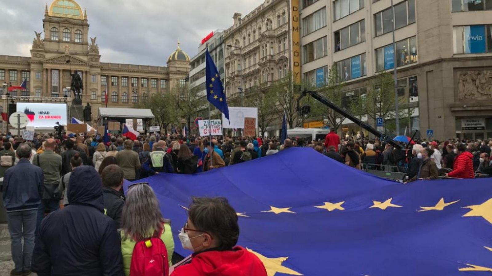 Hàng chụcnghìn người biểu tình phảnđối chính phủ Séc