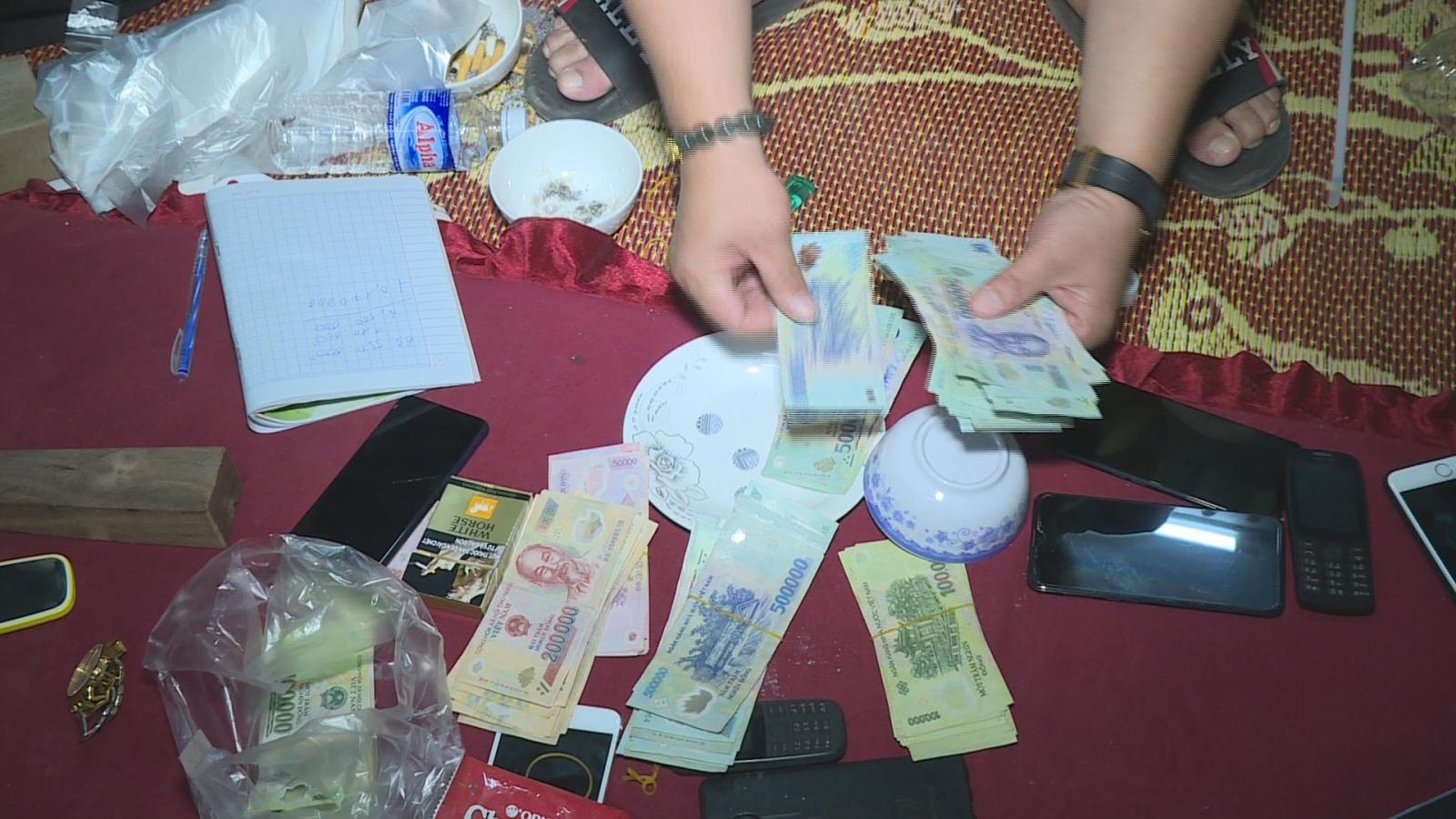 Tạm giữ hình sự hàng chục đối tượng để điều tra về hành vi đánh bạc tại Đắk Lắk