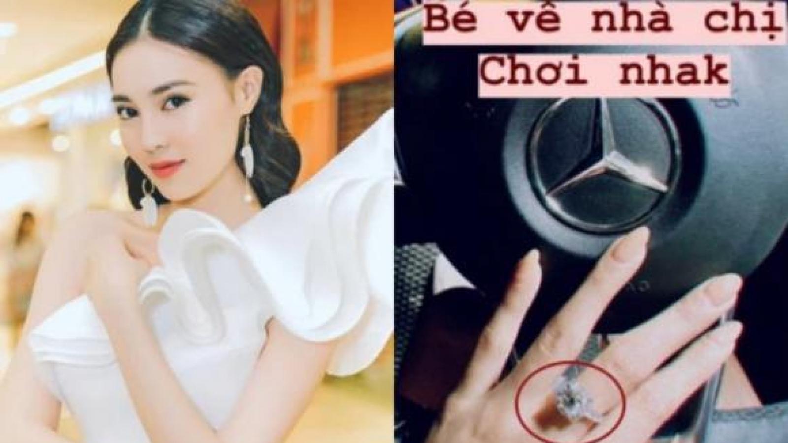 Chuyện showbiz: Lan Ngọc khoe nhẫn kim cương trên tay, nghi vấn được bạn trai cầu hôn