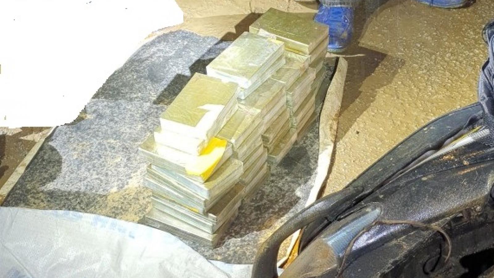 """""""Giăng lưới"""" bắt nhóm người vận chuyển 40 bánh heroin"""