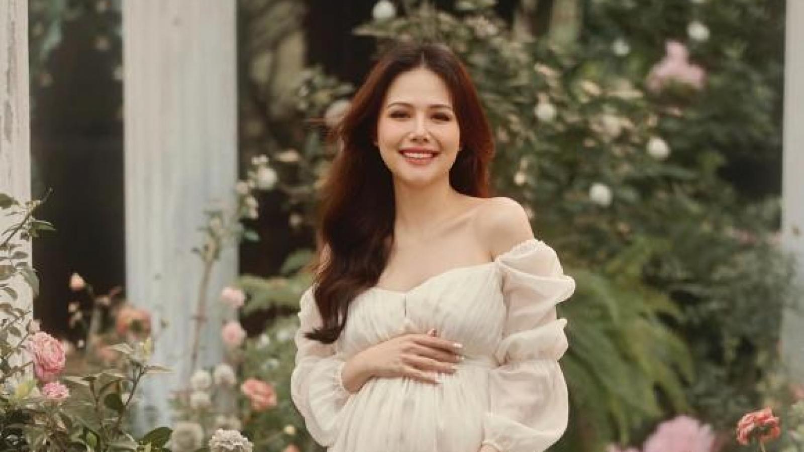 """Chuyện showbiz: Diễn viên Phanh Lee """"Ghét thì yêu thôi"""" xác nhận mang thai con đầu lòng"""