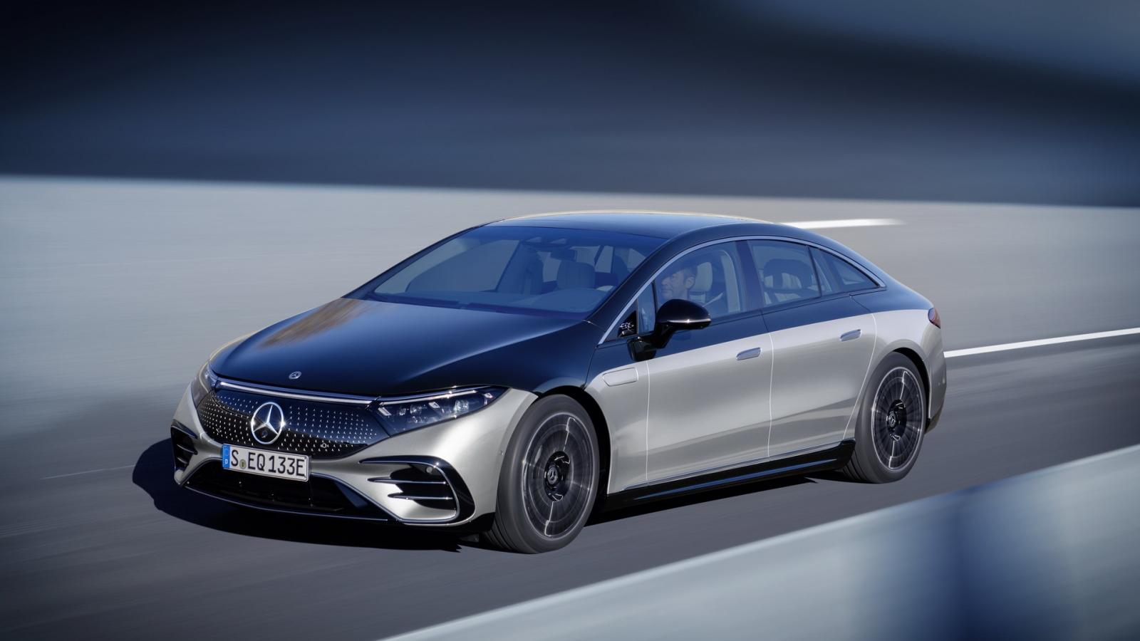 Mercedes-Benz EQS Luxury EV chạy điện hoàn toàn được trang bị những công nghệ gì?