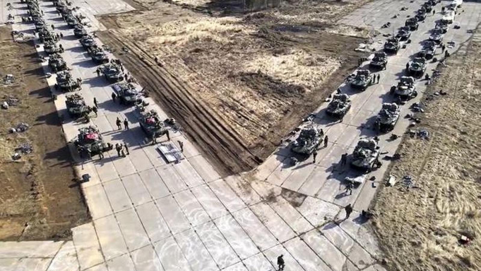 Nga bắt đầu rút quân gần biên giới Ukraine, ngòi nổ căng thẳng tạm thời được gỡ bỏ