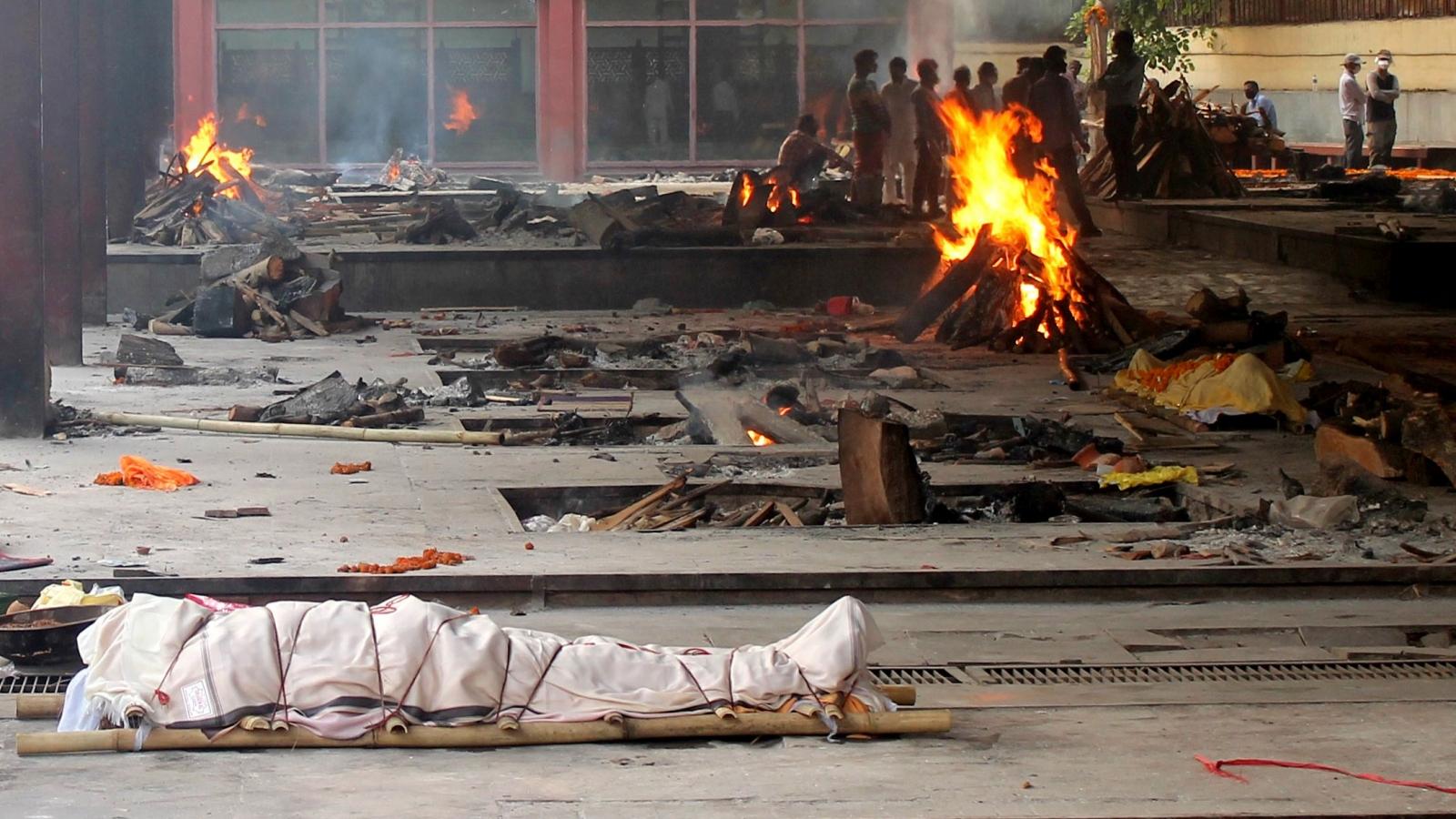 New Delhi (Ấn Độ) hỏa táng hơn 600 thi thể mỗi ngày, cao gấp đôi con số chính thức