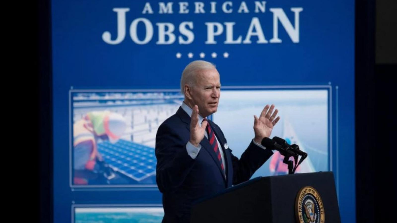 Chiến lược không để Trung Quốc dẫn trước đằng sau kế hoạch 2.300 tỷ USD của Biden
