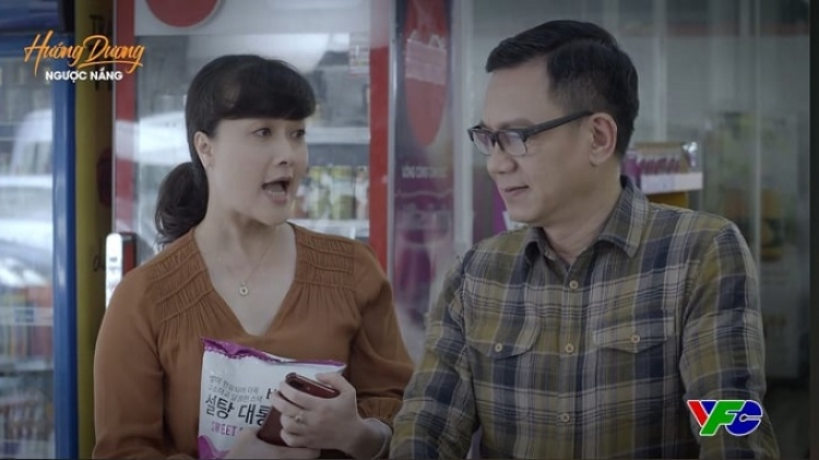 """""""Hướng dương ngược nắng"""" tập 59: Bà Diễm Loan bất ngờ """"thả thính"""" ông Quân"""