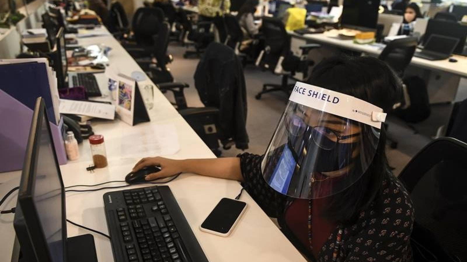 Thủ đô Indonesia bùng phát cụm dịch Covid văn phòng, y tế Philipines có nguy cơ quá tải