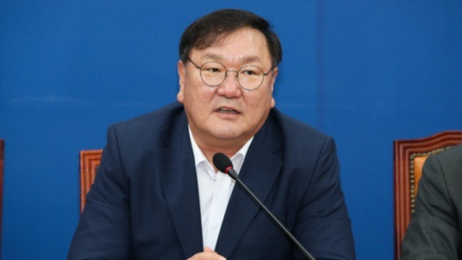 Ban lãnh đạo đảng cầm quyền Hàn Quốc đồng loạt từ chức