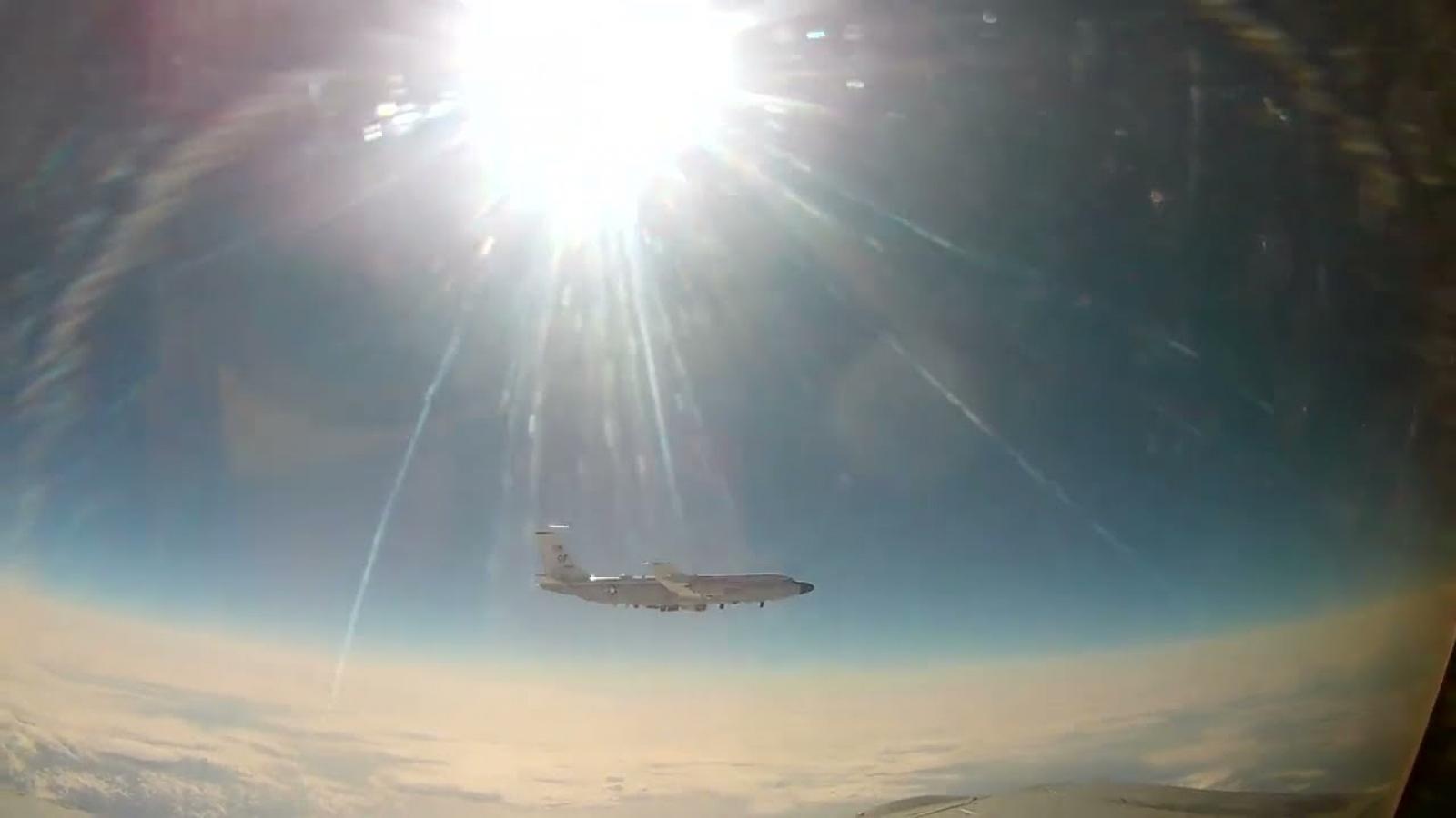 Tiêm kích MiG-31 Nga chặn máy bay trinh sát Mỹ ở Thái Bình Dương
