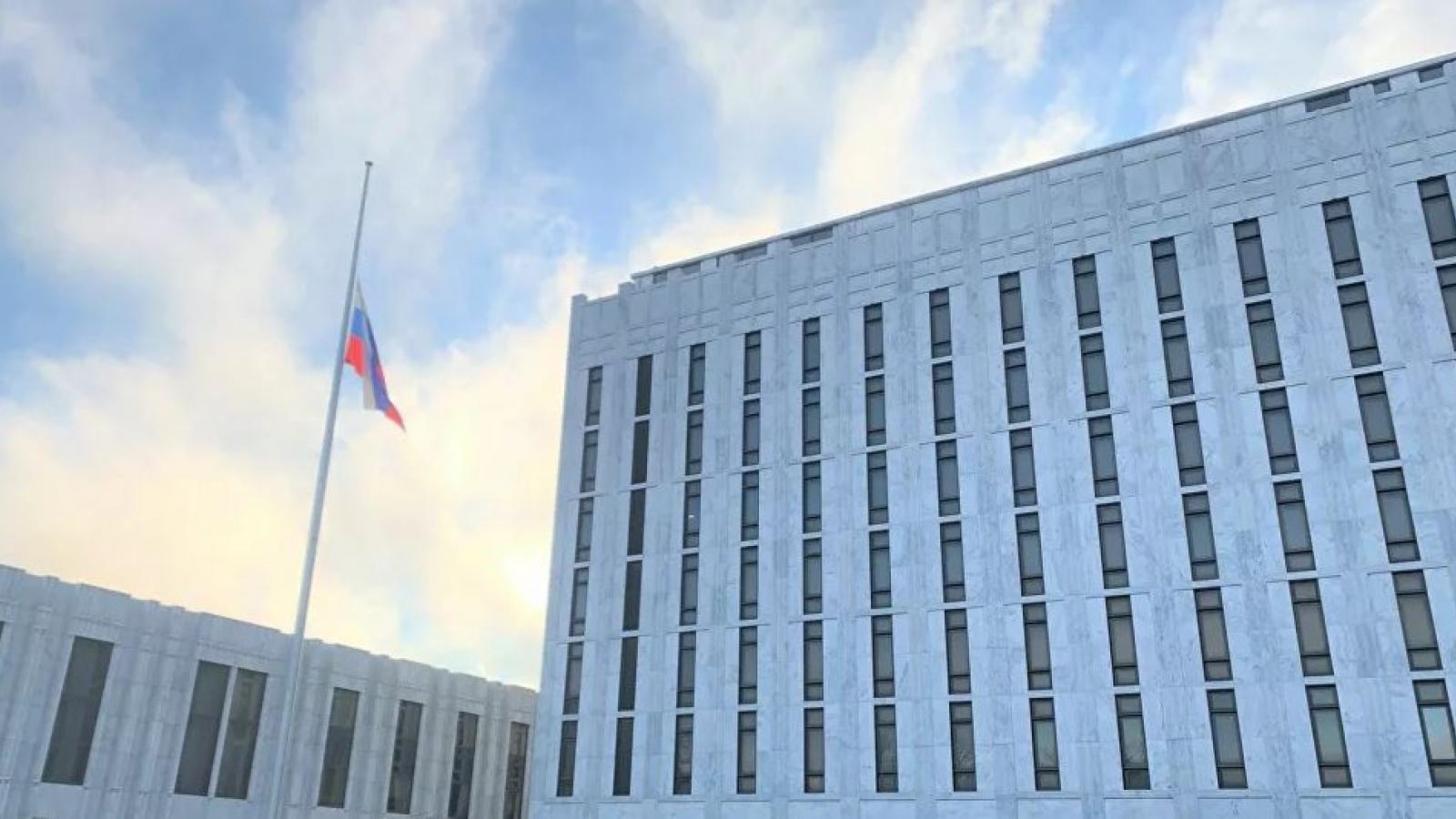 Mỹ sắp áp lệnh trừng phạt mới, trục xuất 10 nhà ngoại giao Nga