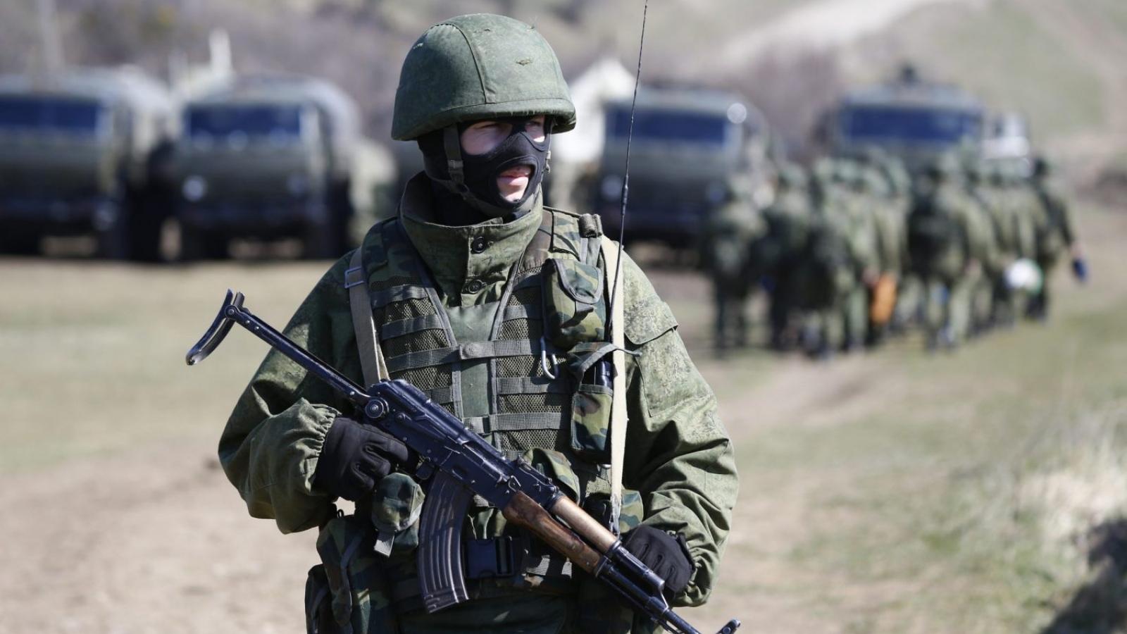 """Căng thẳng miền đông Ukraine leo thang: Mỹ và châu Âu như """"ngồi trên đống lửa"""""""