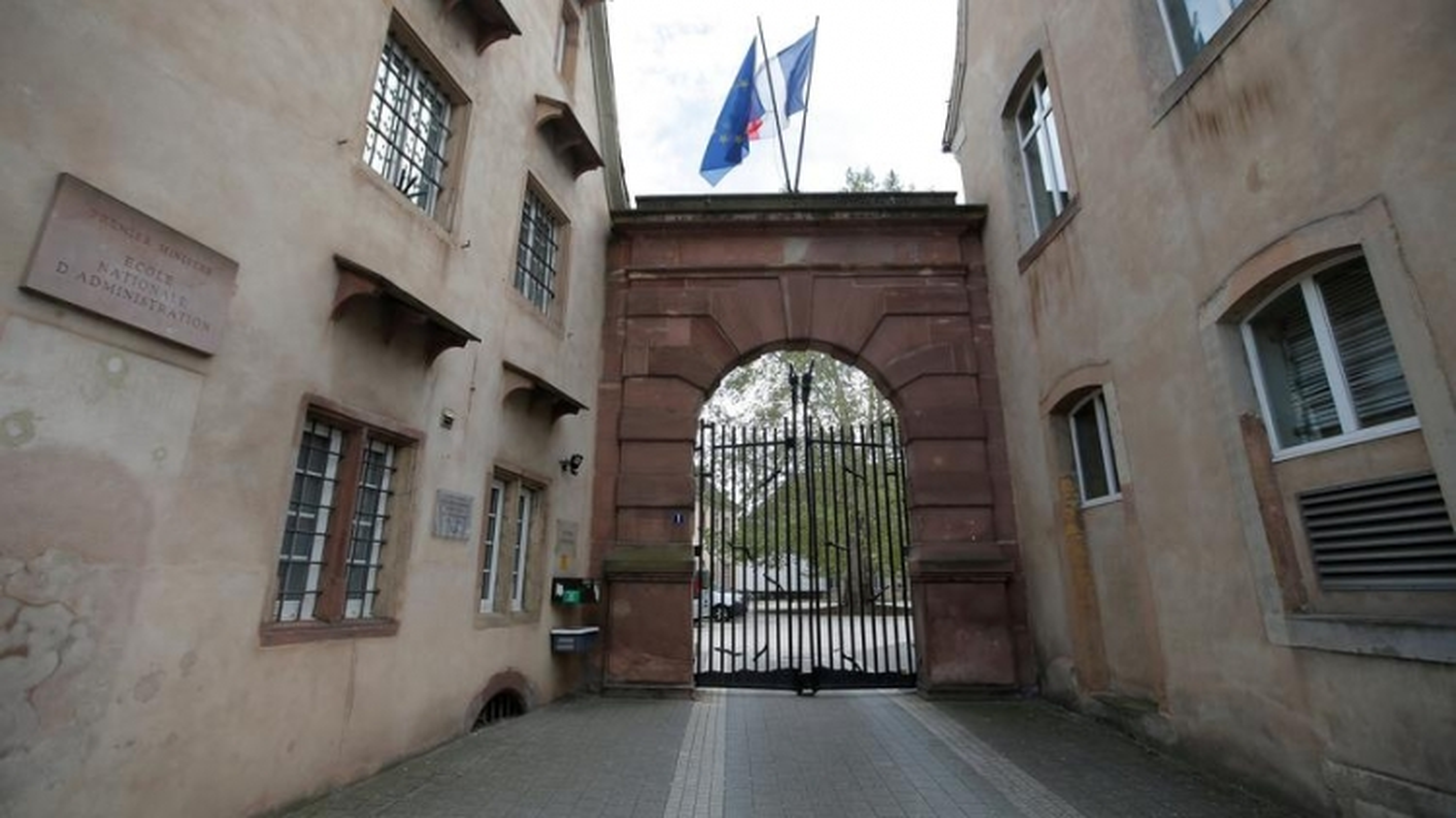 """Đóng cửa """"nôi đào tạo các yếu nhân"""", Pháp nỗ lực thúc đẩy bình đẳng xã hội?"""