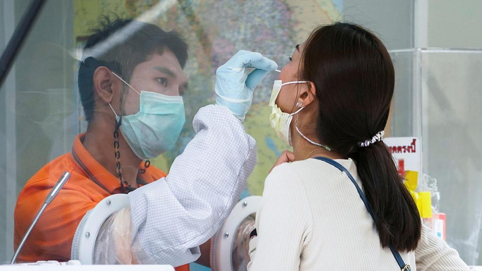 Thái Lan khuyến khích người dân ở vùng dịch làm việc tại nhà