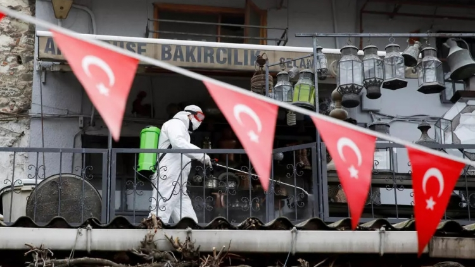 Thổ Nhĩ Kỳ phong tỏa toàn diện để ngăn Covid-19, Nhật Bản tăng công suất tiêm chủng