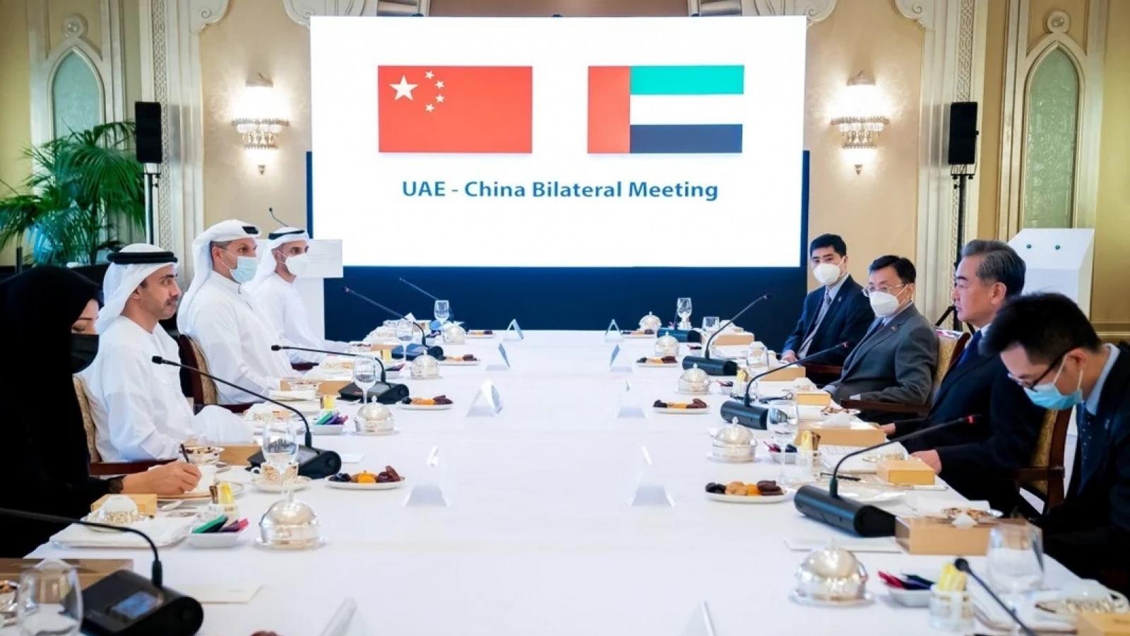 Trung Quốc giành giật Trung Đông từ tay Mỹ, chống đỡ vấn đề Tân Cương