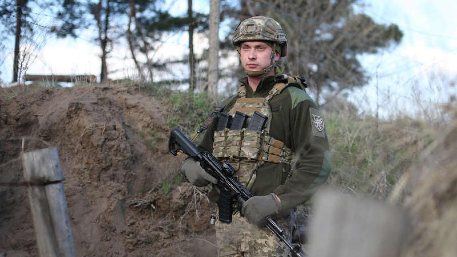"""Tướng Ukraine tuyên bố """"sẵn sàng"""" chiến đấu nếu xung đột quân sự với Nga nổ ra"""