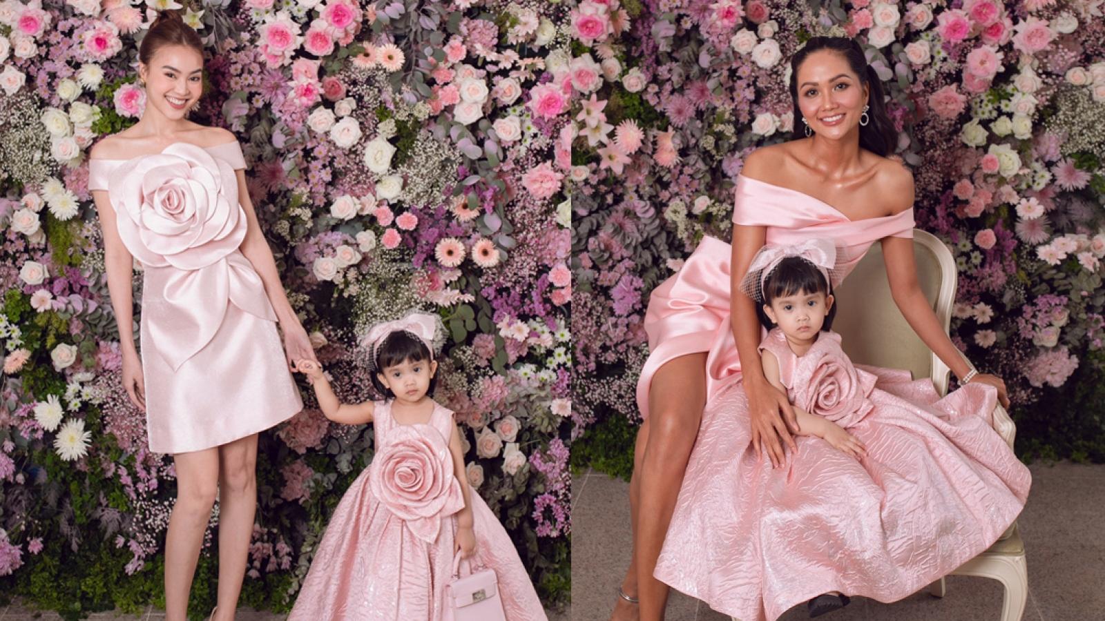 Ninh Dương Lan Ngọc, H'Hen Niê và dàn mỹ nhân đọ sắc với đầm hồng nữ tính