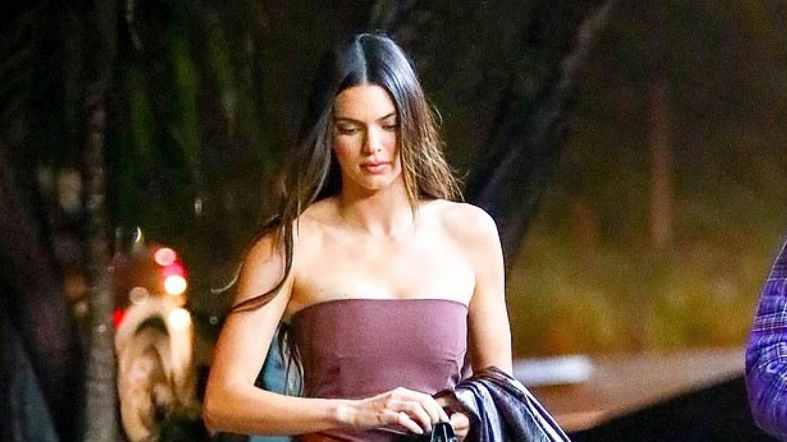 Kendall Jenner gợi cảm đi chơi đêm cùng bạn bè