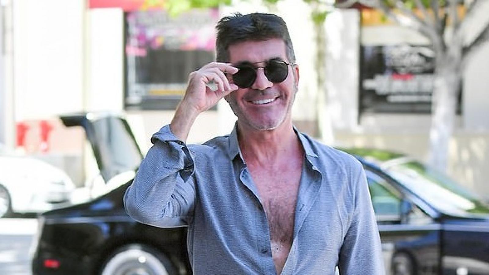 """""""Ông trùm"""" Simon Cowell buông nút áo hờ hững đến ghi hình """"America's Got Talent"""""""
