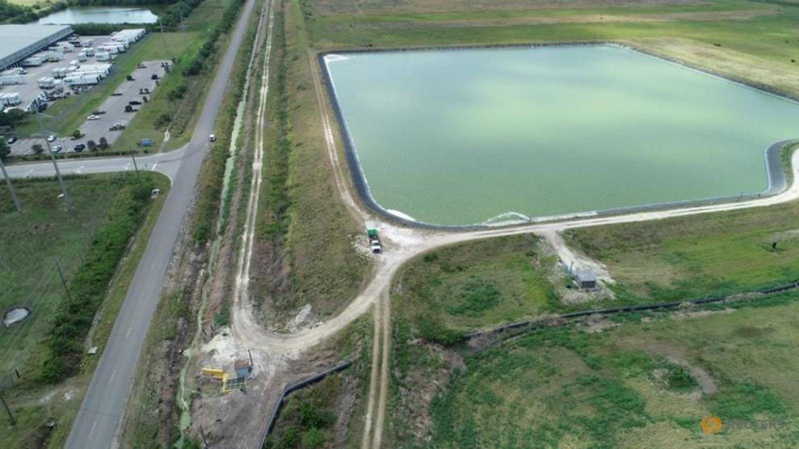 Phát hiện vết nứt thứ hai tại hồ chứa nước thải ở Florida