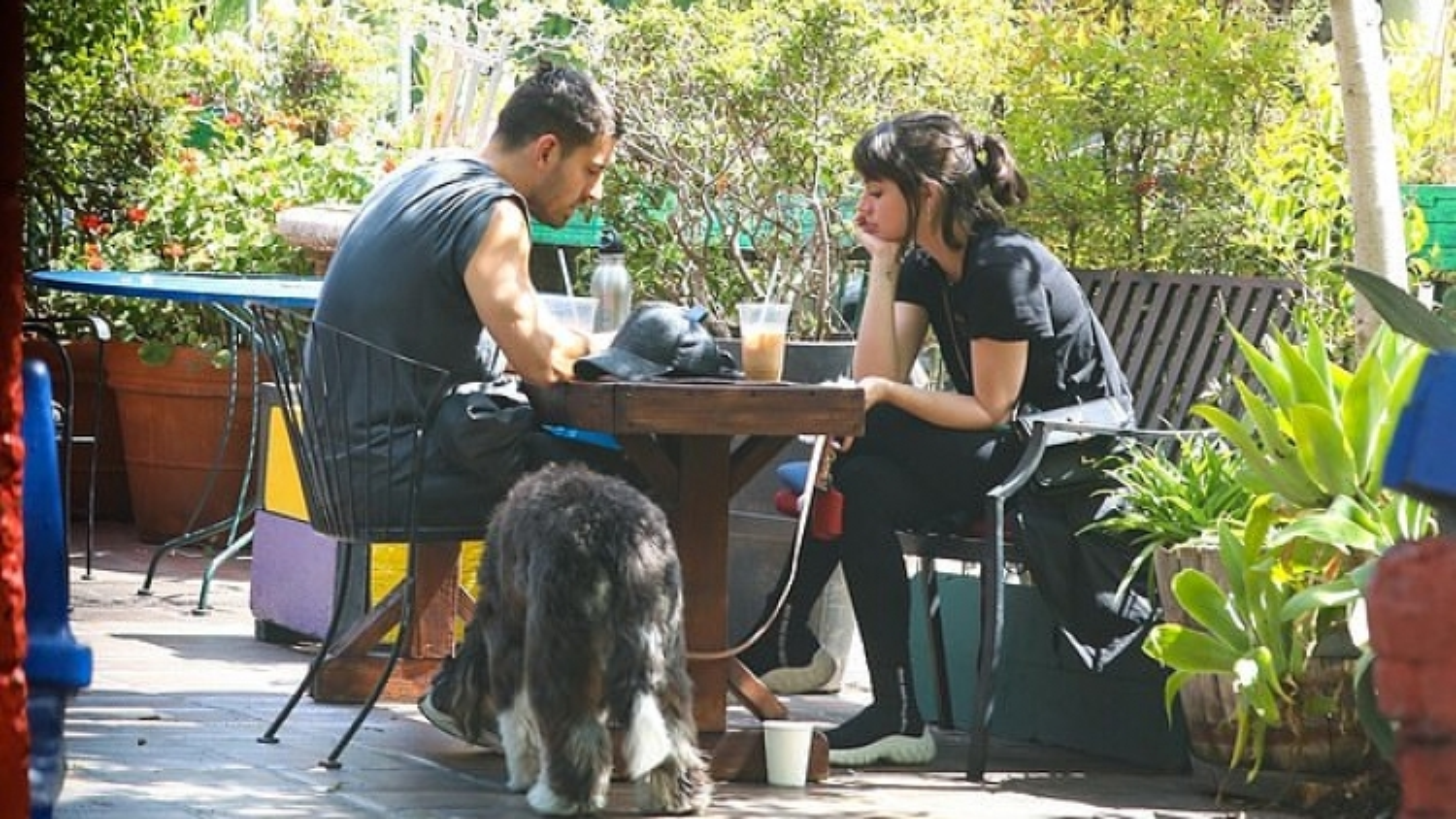 Ana de Armas xinh đẹp đi chơi cùng người đàn ông lạ mặt sau vài tháng chia tay Ben Affleck