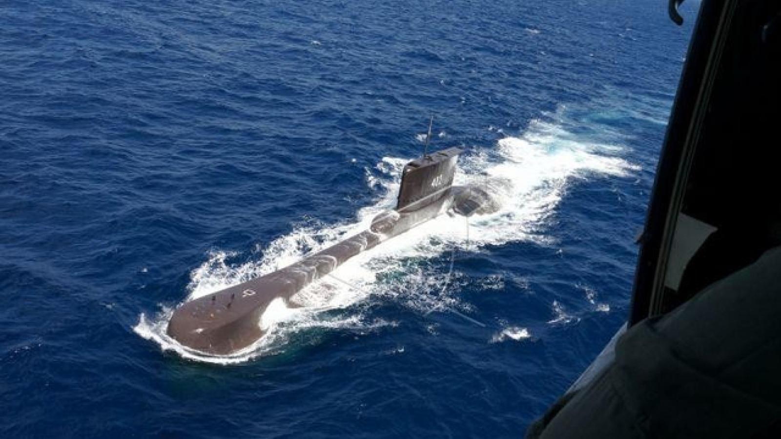 Thấy vết dầu loang quanh điểm xuất phát của tàu ngầm Indonexia mất tích