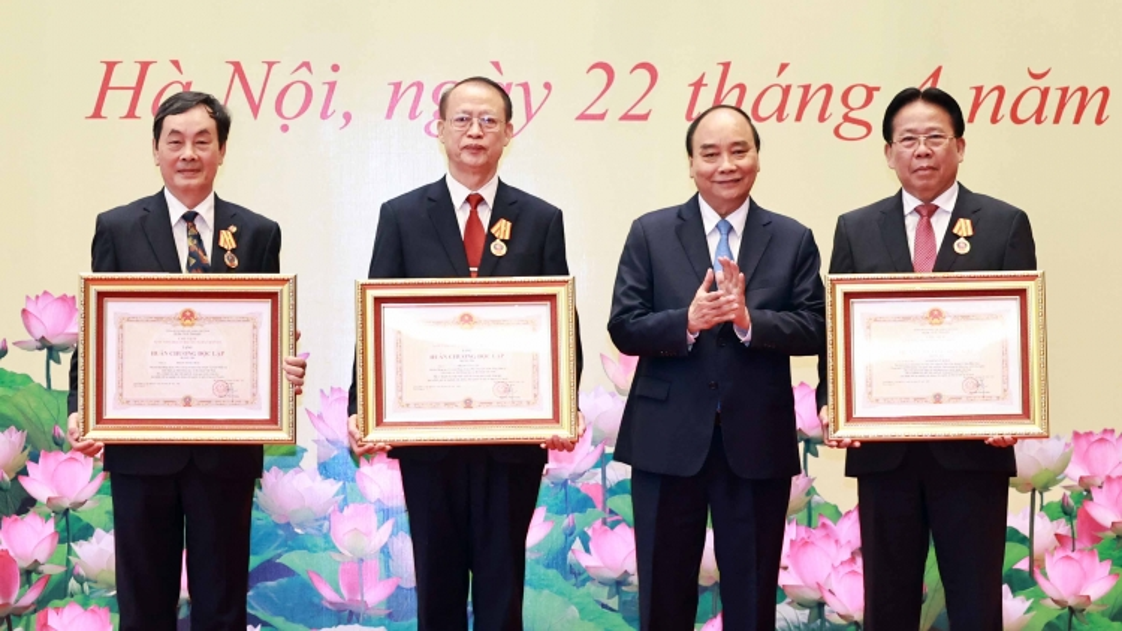 Chủ tịch nước trao danh hiệu Anh hùng Lao động và Huân chương cho nhà khoa học