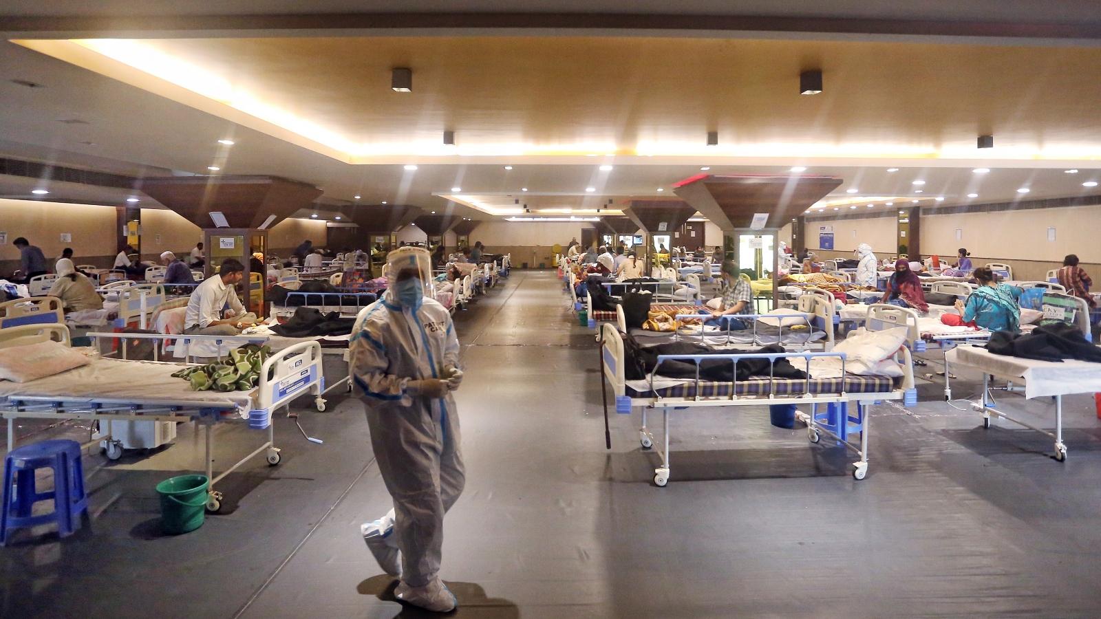 Ấn Độ tiến sát mốc 300.000 ca Covid-19 trong ngày, hệ thống y tế quá tải