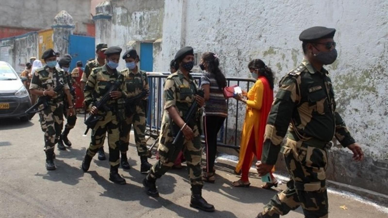 Quân đội Ấn Độ nâng công suất bệnh viện đối phó với đại dịch Covid-19