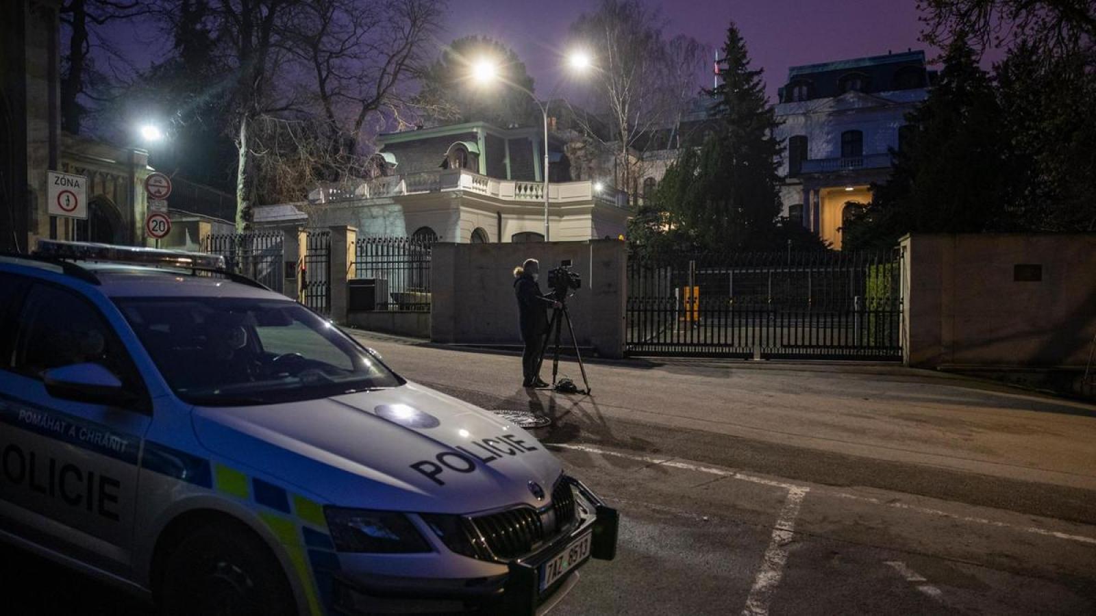 EU và NATO ủng hộ các biện pháp trừng phạt của Séc với Nga
